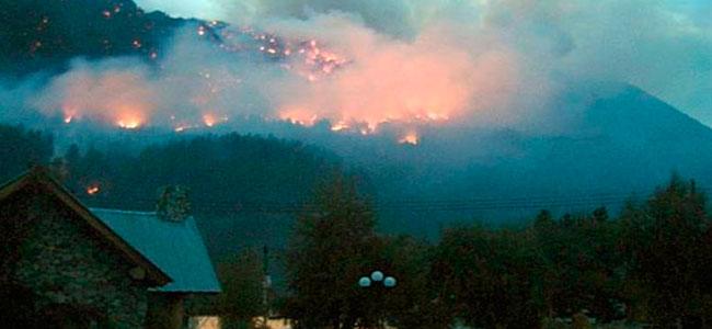 (foto) Incendios en Chubut: El Sistema Nacional de bomberos voluntarios en alerta
