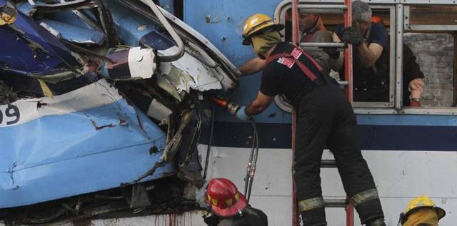 Los Bomberos: piezas fundamentales para rescatar víctimas y trasladar heridos