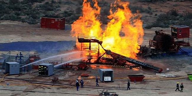 Los bomberos controlaron un feroz incendio en un pozo petrolero en Plottier