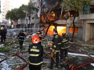 Más de 10 Cuerpos de Bomberos Voluntarios trabajan en el rescate de las víctimas luego de la trágica explosión en Rosario