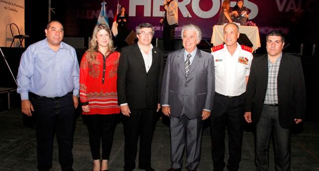 El gobernador De la Sota homenajeó a los bomberos de Córdoba