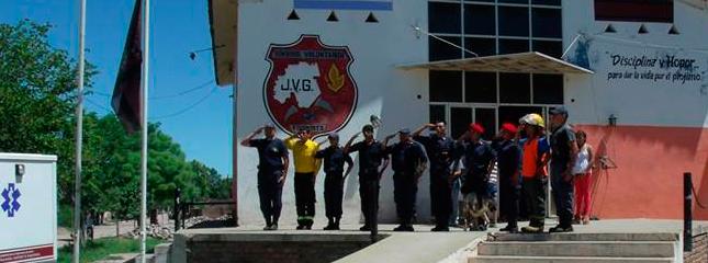 Los cuarteles de todo el país homenajearon a los bomberos fallecidos en Barracas