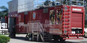 Con el Centro de Entrenamiento Móvil de Incendios