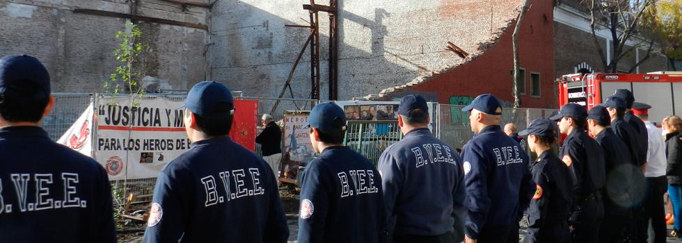 Fundación Bomberos de Argentina formó parte del homenaje mensual a los bomberos caídos en Barracas