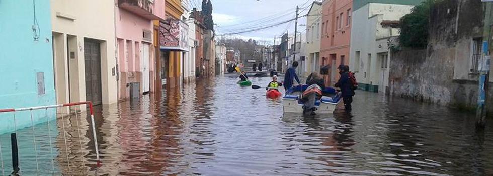 Inundaciones: Los bomberos voluntarios trabajan sin pausa en todas las zonas afectadas