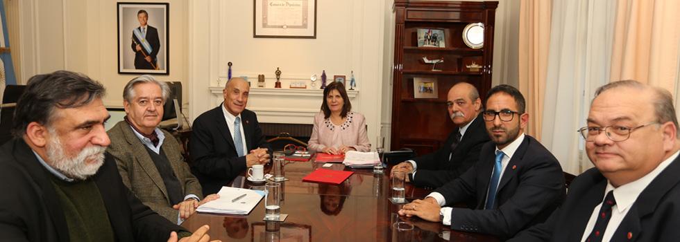 La ministra Patricia Bullrich recibió a los Bomberos Voluntarios