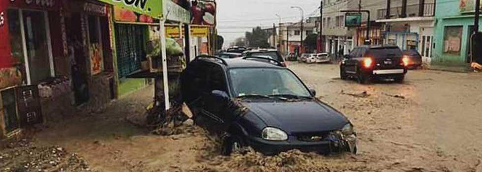 Inundaciones en Comodoro Rivadavia: los bomberos voluntarios trabajan sin descanso