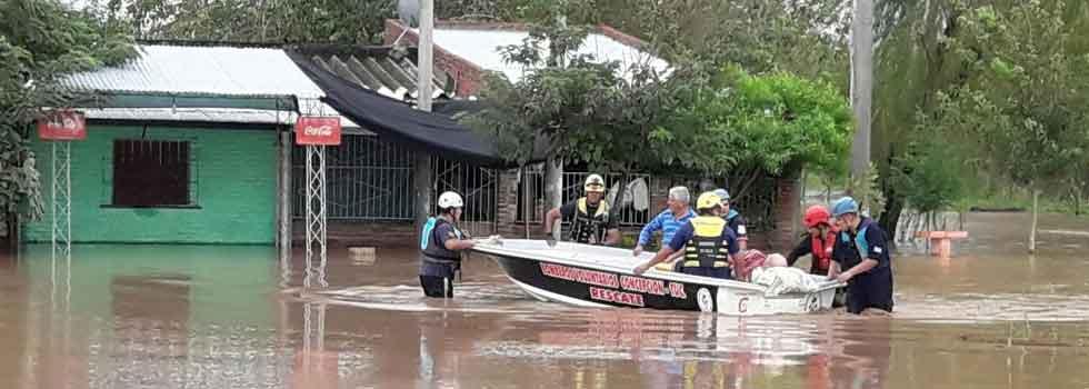 Inundaciones en Tucumán: continúan los operativos de bomberos