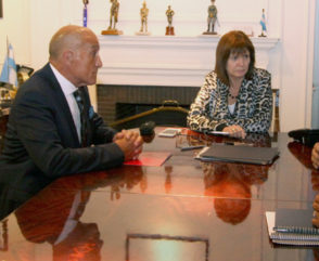 Mesa de trabajo junto a la ministra Patricia Bullrich