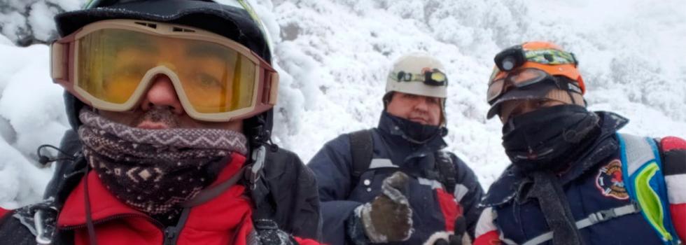Bomberos Voluntarios rescatan a los tripulantes del helicóptero presidencial
