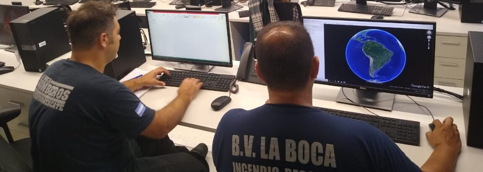 Bomberos Voluntarios colaboran en el centro de operaciones del SINAME