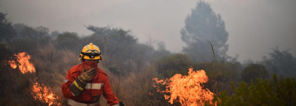 5OO Bomberos Voluntarios Combaten Incendios Forestales en Córdoba